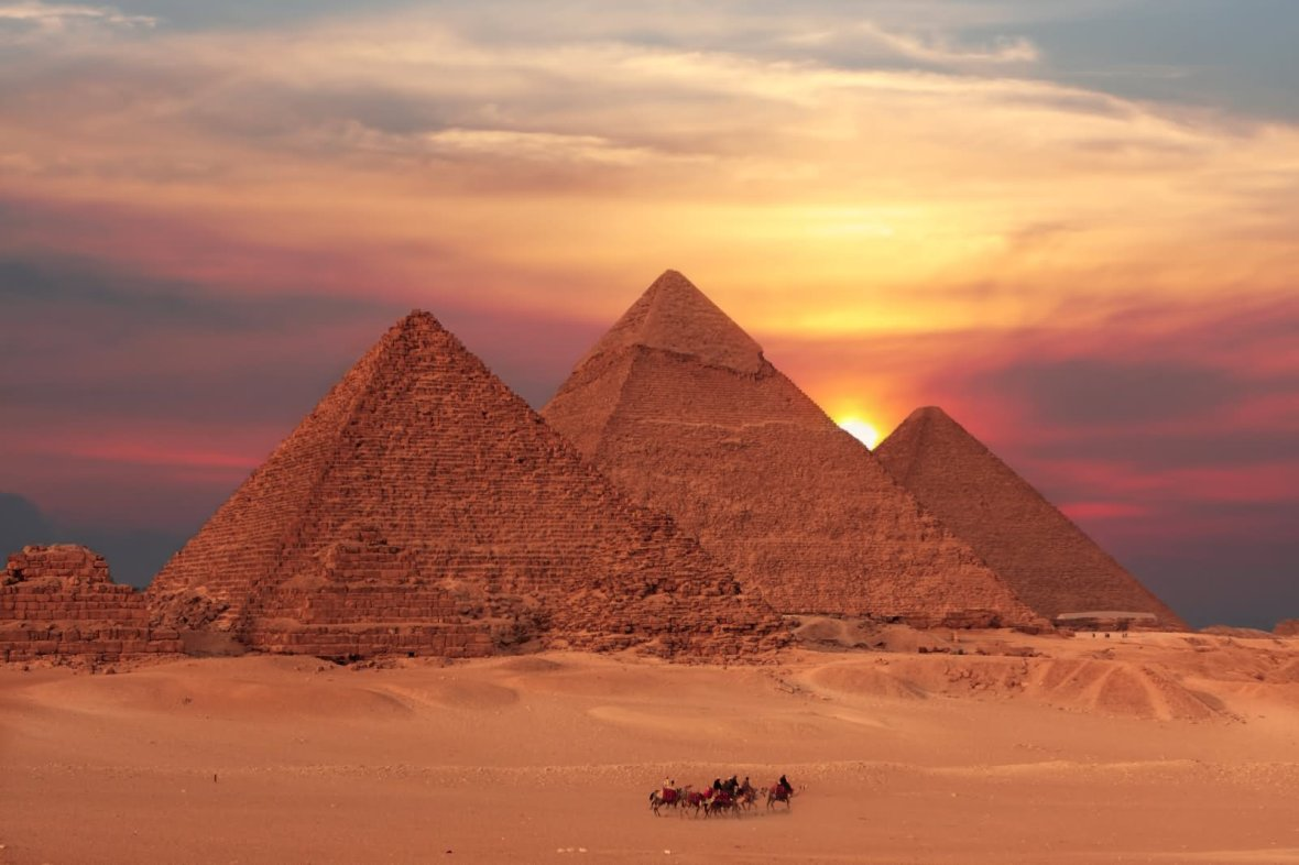 beautiful-sunset-view-of-the-egyptian-pyramids